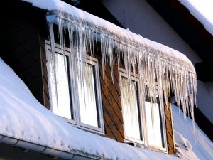 ice dams an icicles