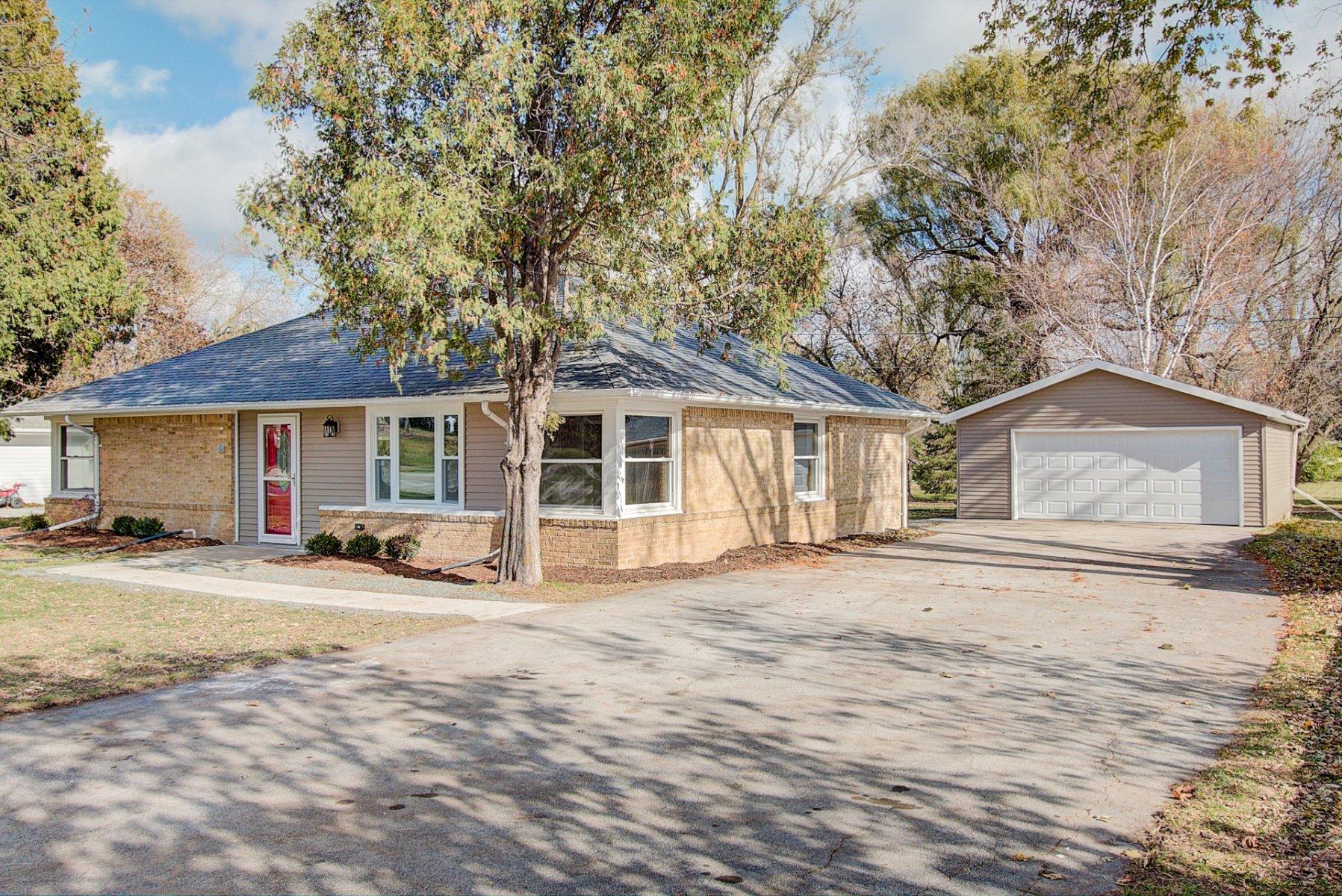 we buy houses in Menomonee Falls, wi