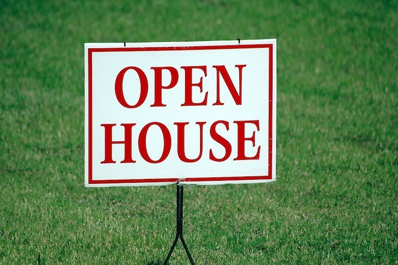 sign for an open house in Memphis