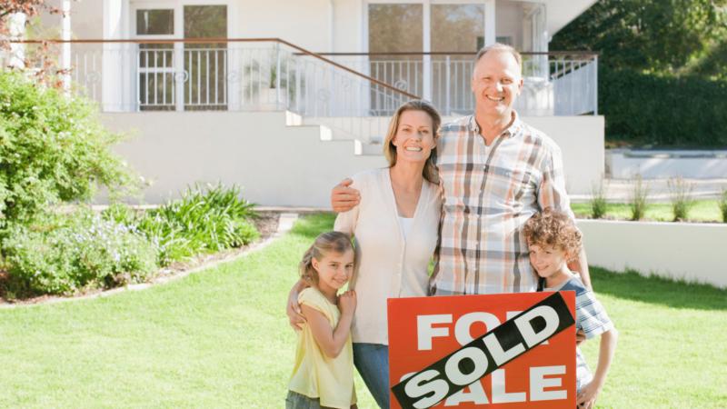 Sold-House-Happy-Famly-4