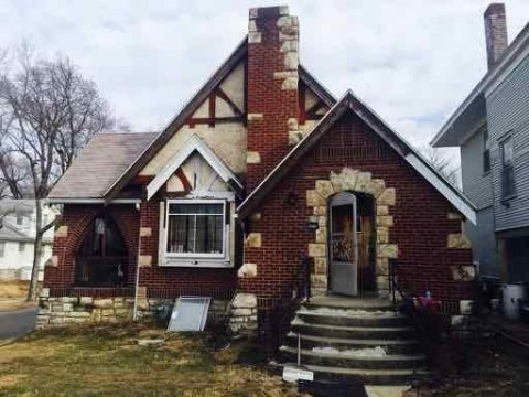Flip Property with 3 Bedrooms and 1.5 Huge baths, excellent location , you can turn this investment property in a cash maker! Do not lose this opportunity. Call to make an appointment to view to property. Get into this investment property in KC TODAY!