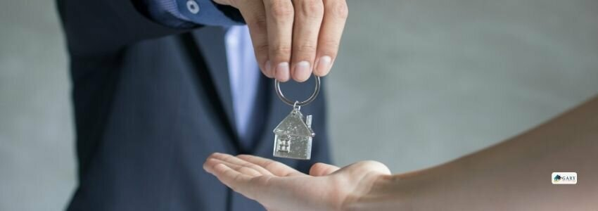 house buyers getting the house keys