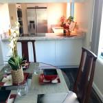 Luxury condo Honolulu - Nauru Tower 3001 - dining kitchen