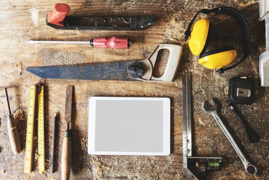 tools to fix houses