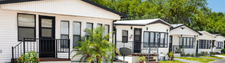 Listing Your Mobile Home vs. Selling To An Investor In Montréal