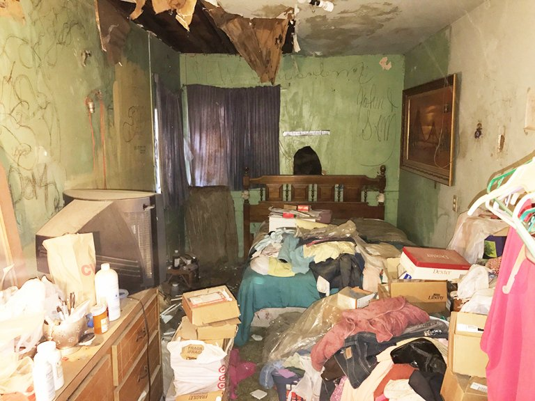 We Buy Hoarder Houses Southern California | Sell My Hoarder House Southern California | Homesmith Buys Hoarder Houses Southern California | Hoarder House Room | 1-855-HOMESMITH