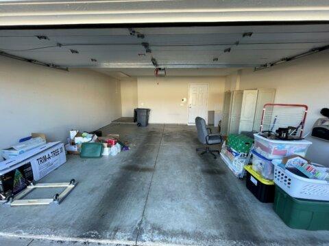 4620 Collingville Way - garage
