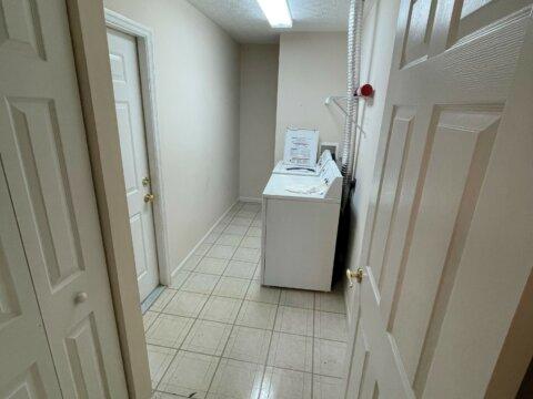 4620 Collingville Way - Laundry room