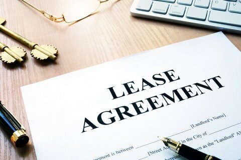 lease agreement in detroit mi on table with pen