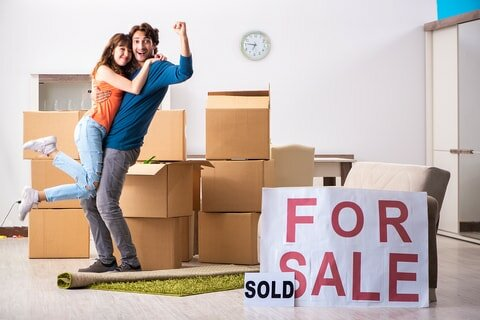 couple celebrating after sold house via seller finance in michigan