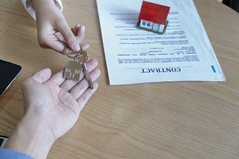 seller handing keys to buyer after selling via seller financing in detroit mi