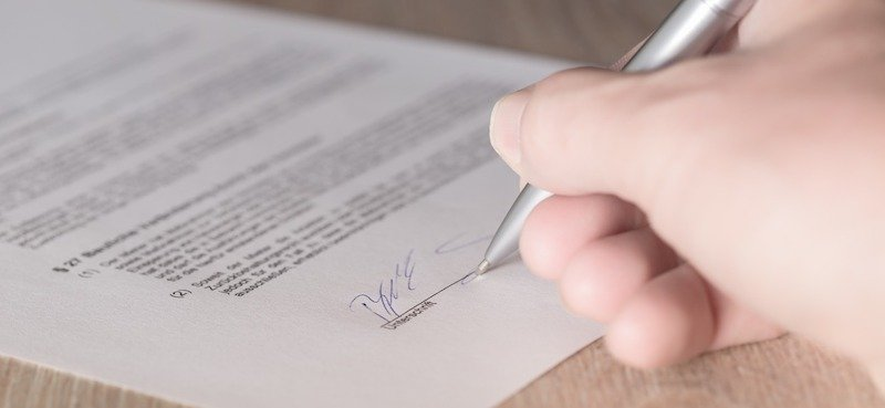 Signing a lease for a rent to own agreement in Knoxville Tennessee