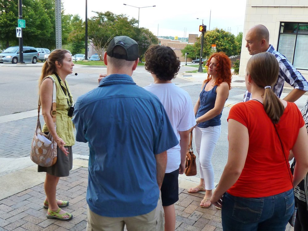People on a Knoxville walking tour