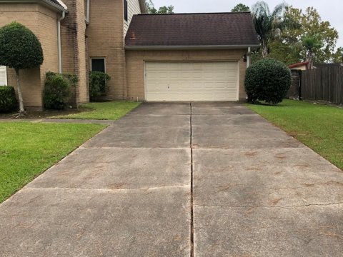 Homes For Sale In TX Friendswood 77546 – Killarney 3BR Driveway