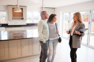 Couple purchasing a home in Princetin, New Jersey