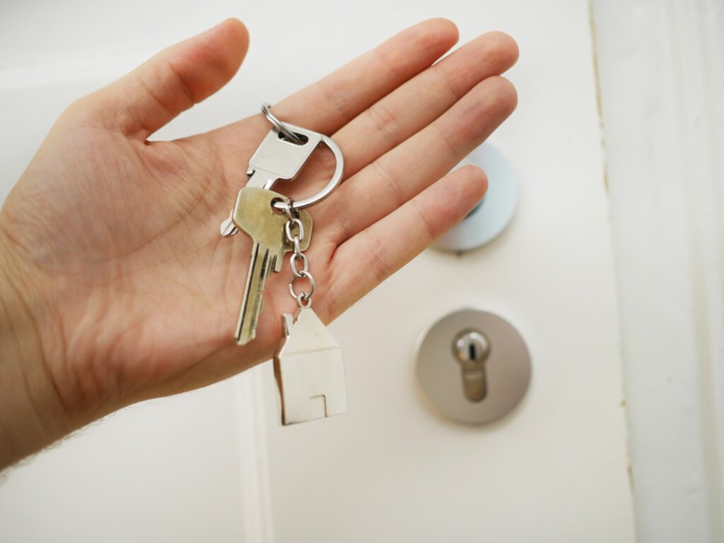 Person holding key chain for house in New Milford, NJ to sell to Templar Real Estate Enterprises.