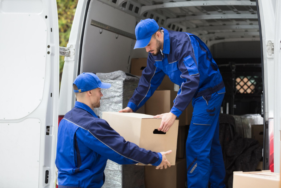 Moving? Learn When to Call a Mover in California