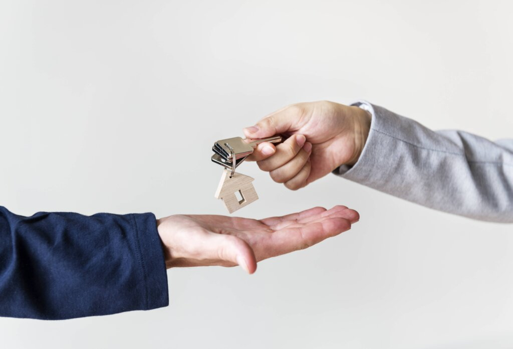 Key Disadvantage Of Selling To An Investor Over A Traditional Buyer In Northern Kentucky or Cincinnati - Handing over keys