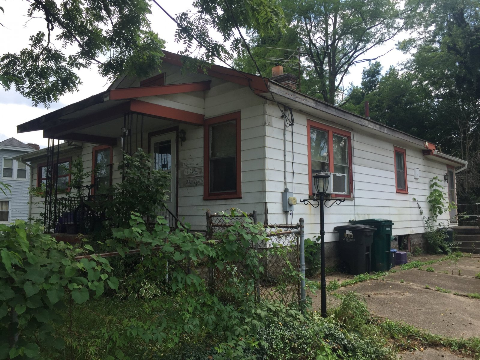 we buy houses in cincinnati west side - 1013 w seymour ave 45216