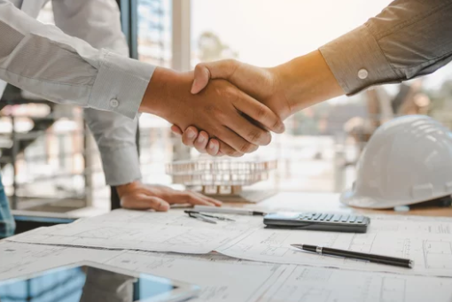 Pro and Cons of Hiring an Agent vs. Selling to an Investor in Northern Kentucky- Shaking Hands