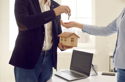 Pros and Cons of Hiring An Agent To Sell Your House- Keys