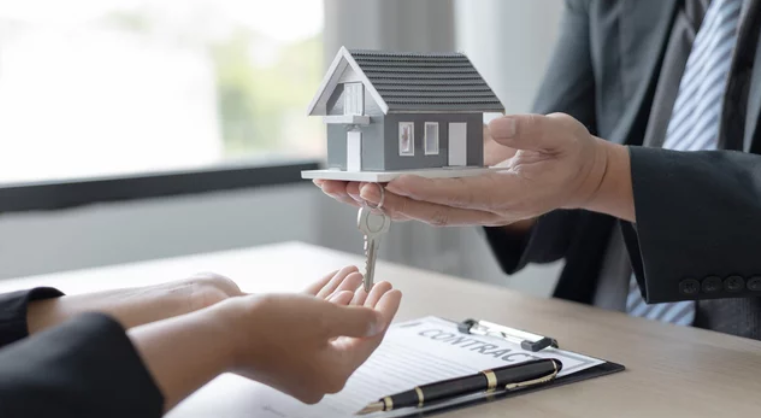 Selling Your House With an Agent vs. to an Investor- mini house
