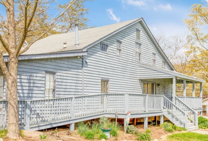 Selling an Old House- old dated house