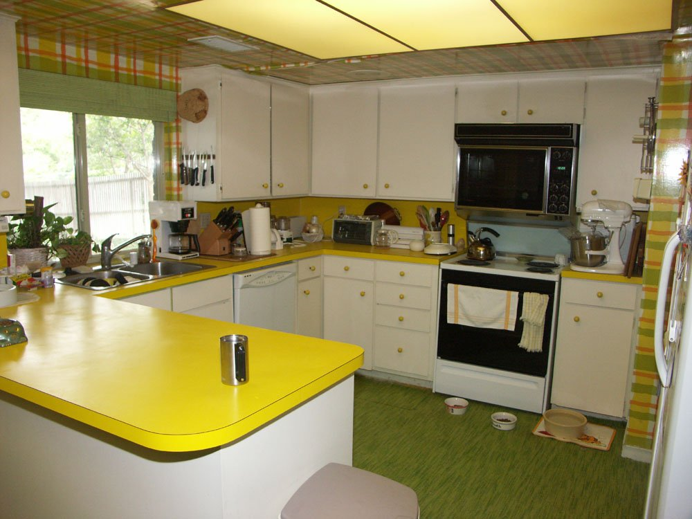 Updating a kitchen can take a lot of time and money, even if you're handy. We buy houses in any condition.