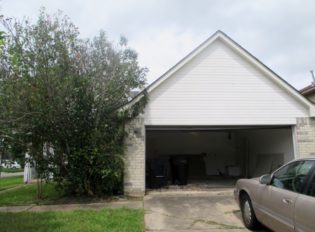 This 4/2 Houston home for sale in 77053 sits on a corner lot and is close to schools. The roof was recently replaced and the exterior is in good condition!