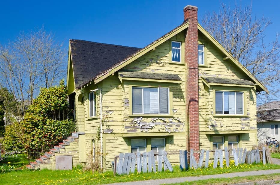 a-house-that-needs-many-repairs