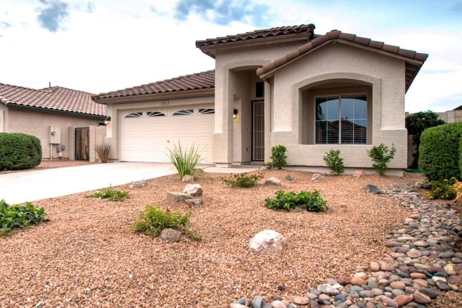 We buy houses with cash around Apache Junction, AZ.