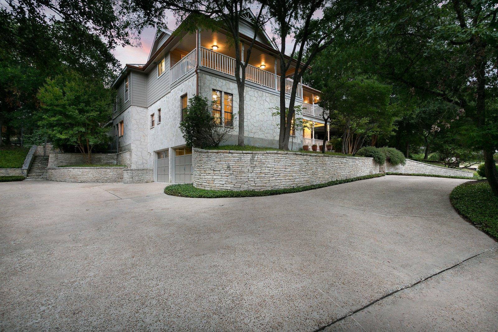 Home for sale San Antonio 611 Bluff Trail garage