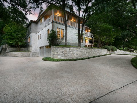Home for sale San Antonio 611 Bluff Trail garage