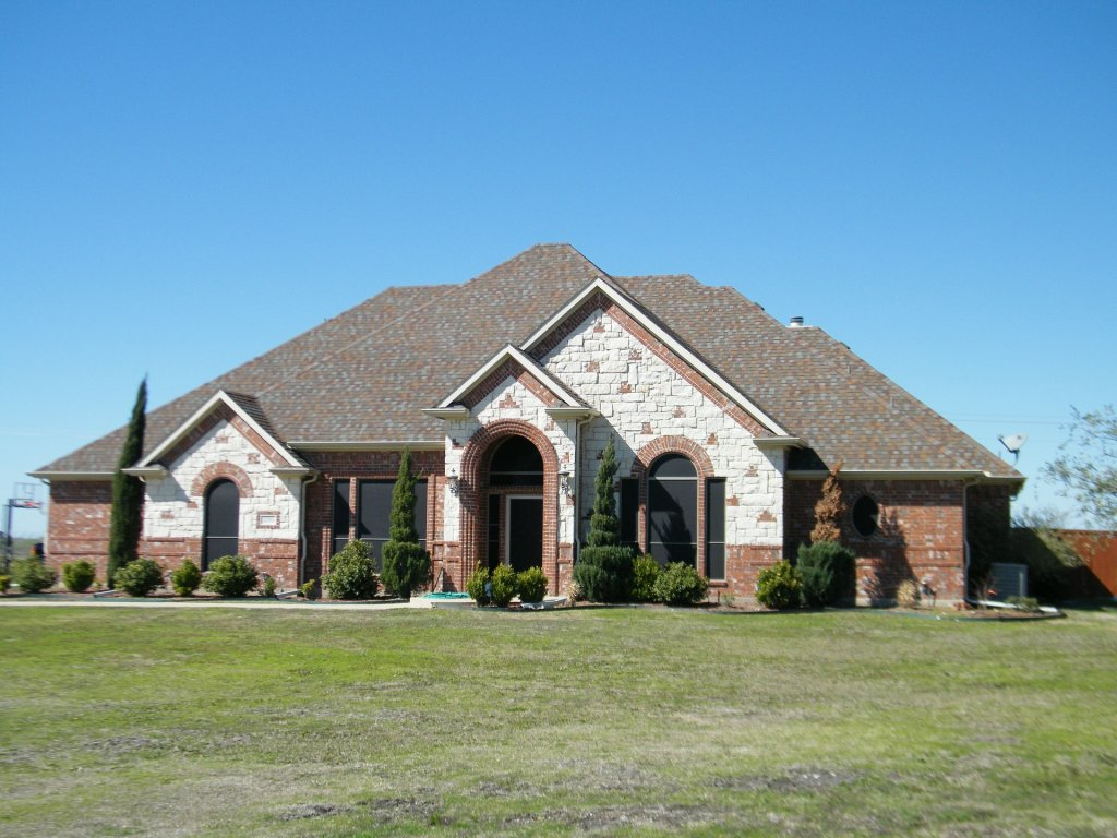 Home for sale - floresville tx