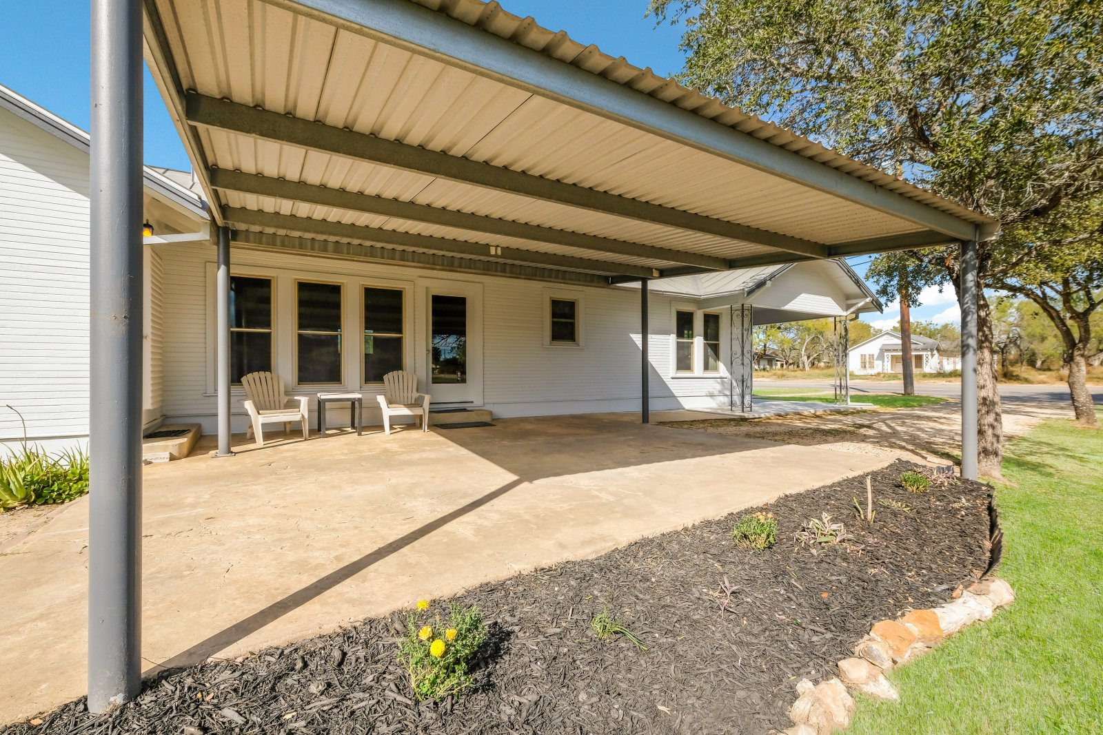 Home for Sale - Poth Tx - 310 S Storts carport
