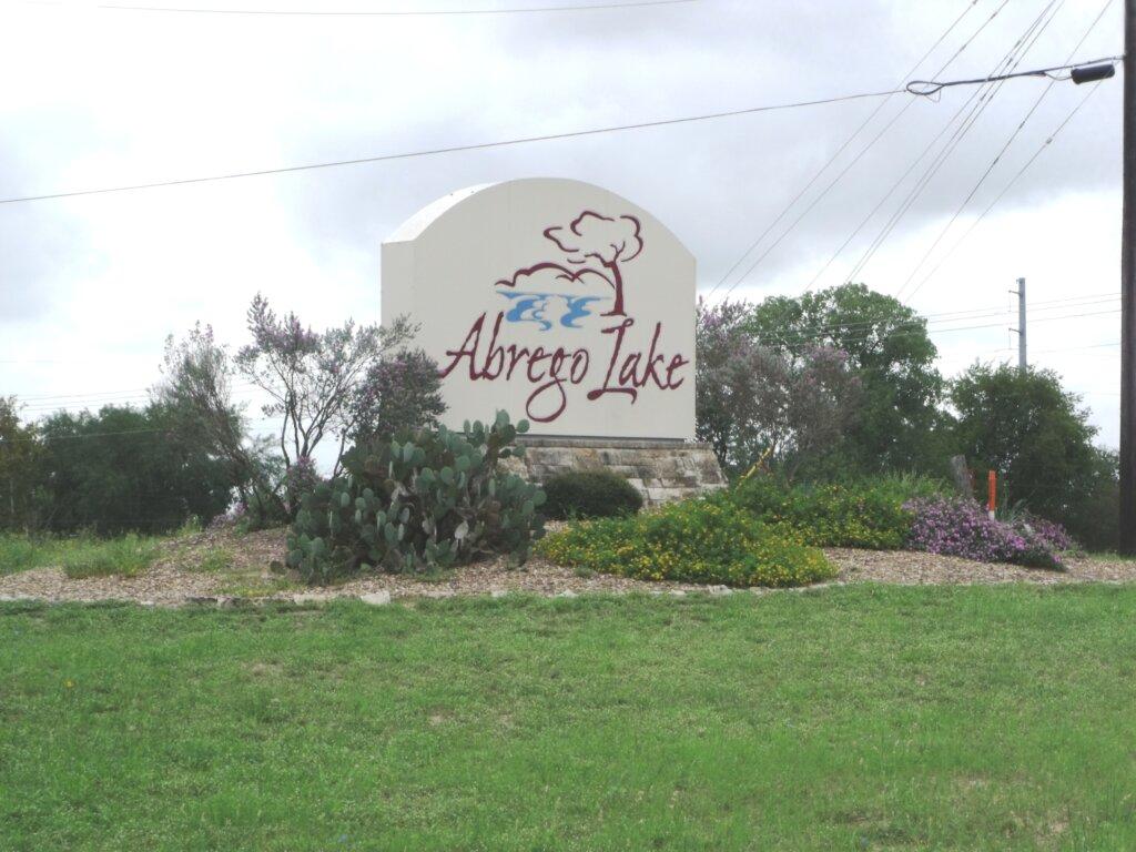 Floresville Tx - abrego Lake - entrance sign