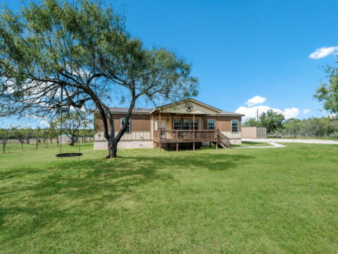 Floresville Tx - homes for sale
