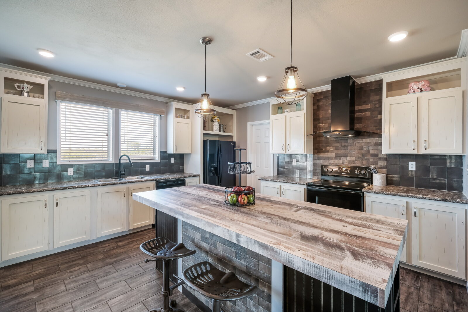 Kitchen in Floresville Home for sale