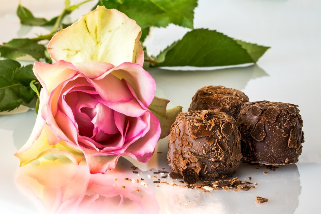 Sweeten the deal - sell your house Floresville