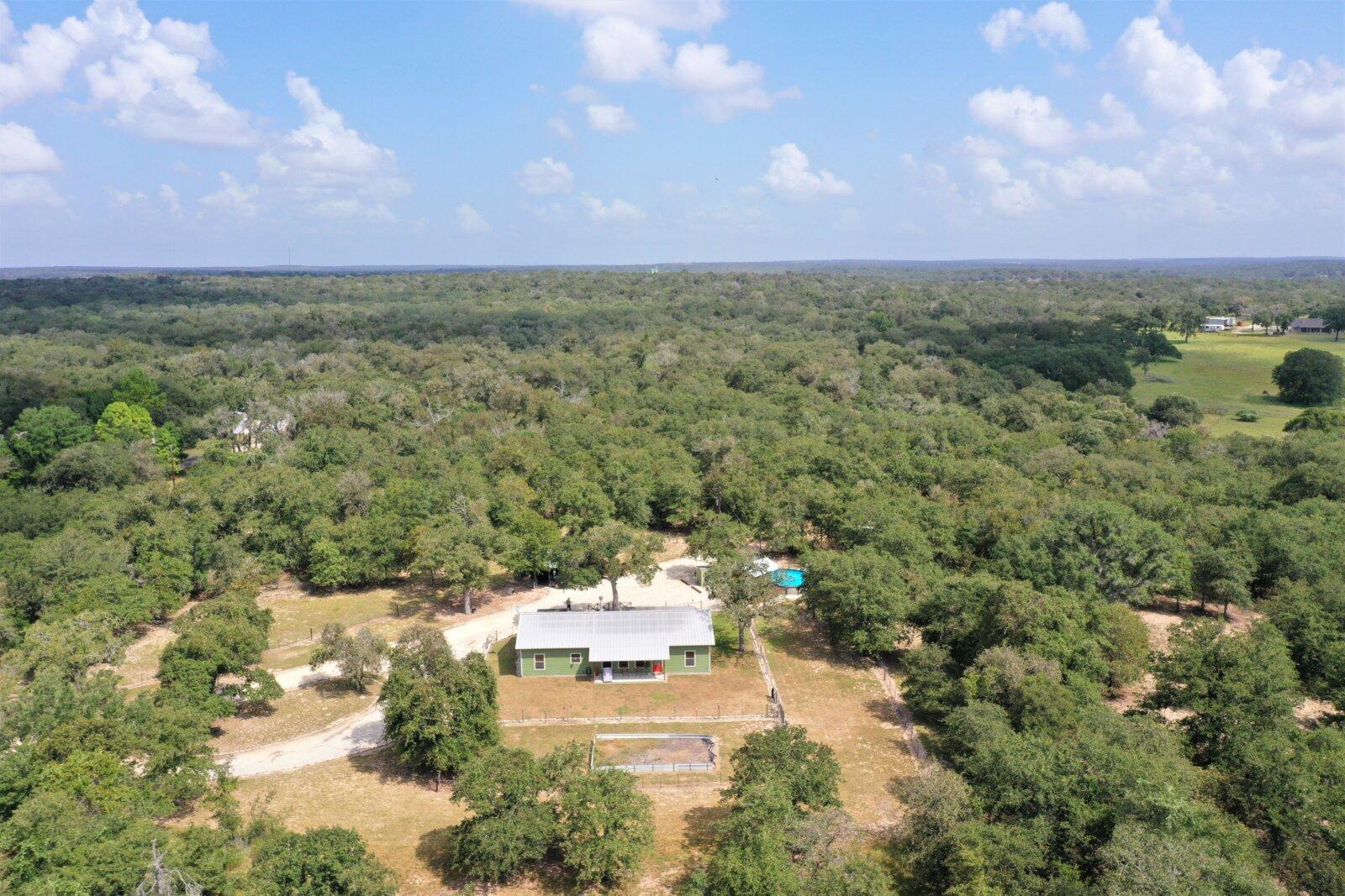 981 Wild Rose Ln, Stockdale TX for sale