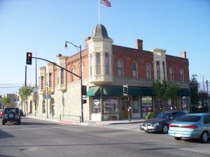 a real estate agent in santa paula can work in this area downtown