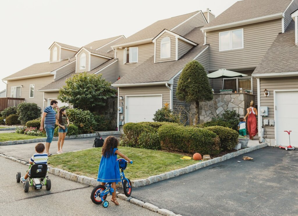 How to Sell Your Omaha And Council Bluffs House if You Have Bad Neighbors