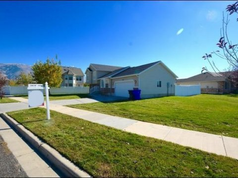 Sideyard of a rent to own home in Farmington Utah