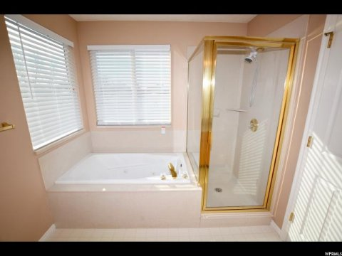 Master bathroom of a rent to own home in Farmingotn Utah