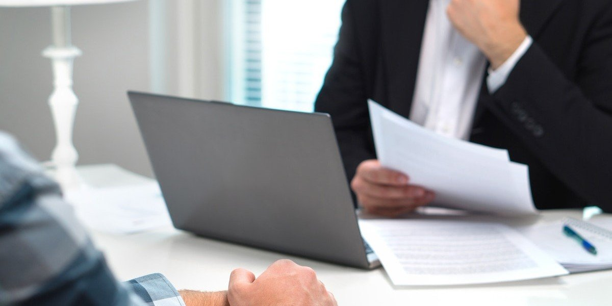 disadvantage of selling to an investor over a traditional buyer | business meeting