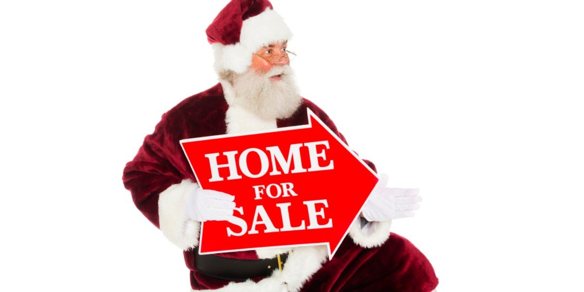 4 Disadvantages of Selling a House During the Holiday Season | santa holding sale sign