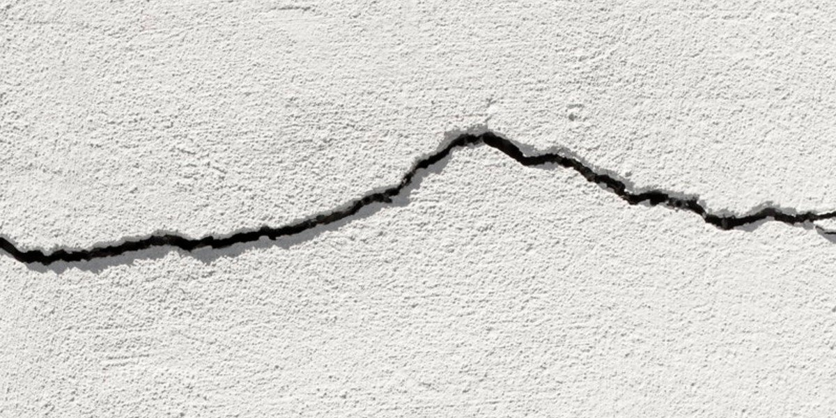 Mistakes Investors Make When House Flipping | wall crack