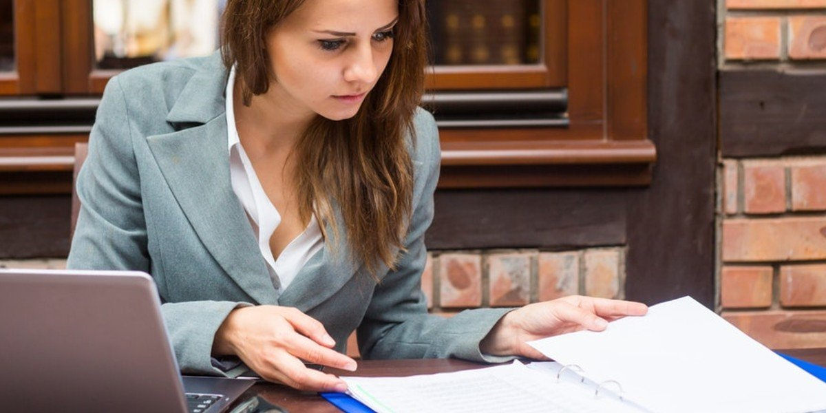 Mistakes Investment Property Buyers Make | girl studying