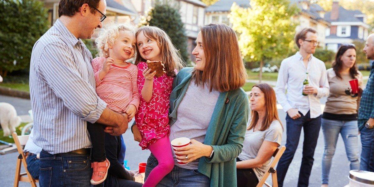 Handling neighbors | happy family