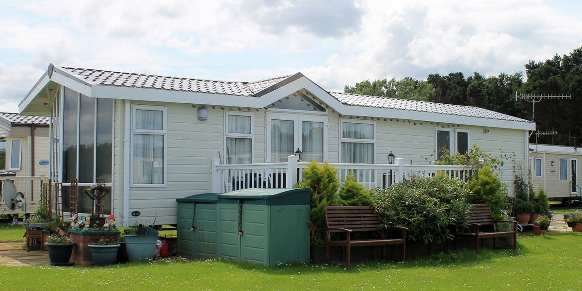 Listing Your Mobile Home vs. Selling To An Investor